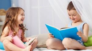 kindergarteners_reading_book_02