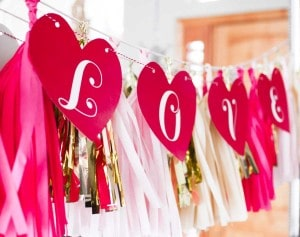 valentines-day-love-banner-hanging-2